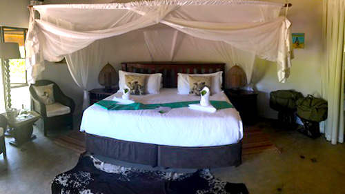 Victoria Falls and Chobe Kazuna Forest  Bedroom.jpg (60 KB)